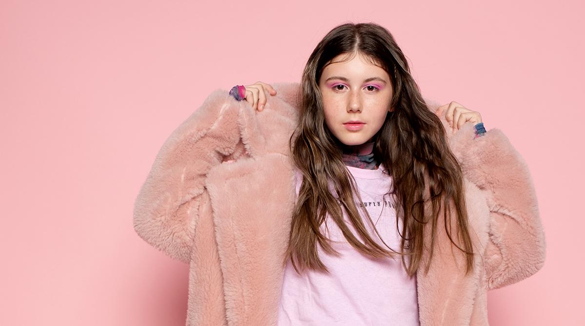 Полина Седышева ( SEDYSHEVA ) – 13-летняя певица из Владивостока записала свой дебютный трек под названием «Зажигай».